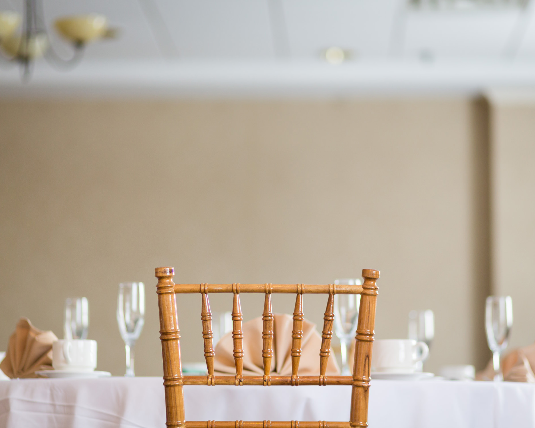 A deluxe cane chair is set at a wedding table at the Essex Resort in a photo by Stina Booth